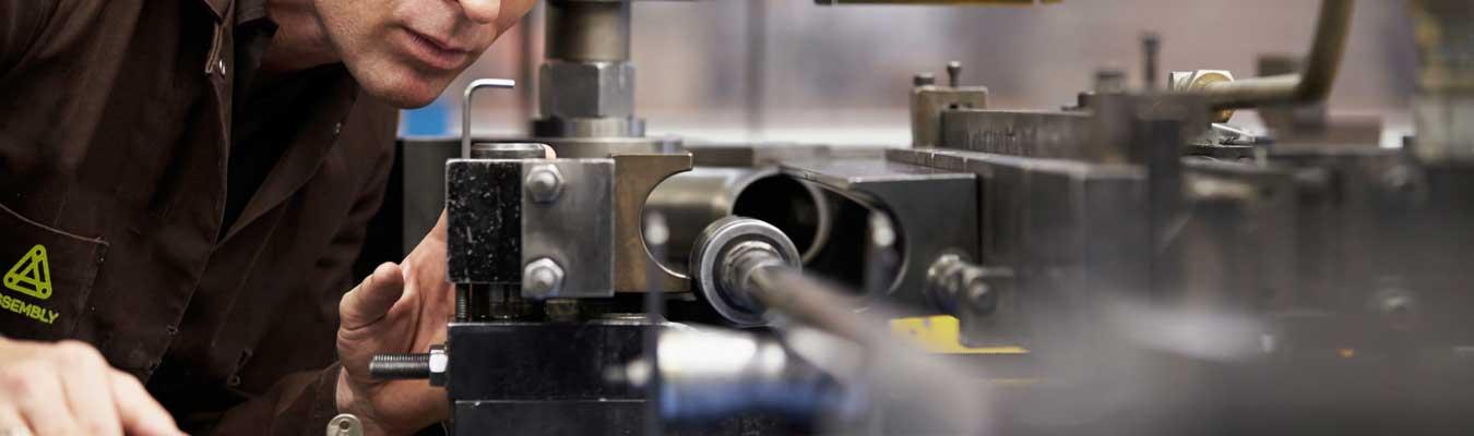 ASSEMBLY. Talleres de fabricación y servicios de instalación, montaje y puesta a punto. Segunda. Contenedor