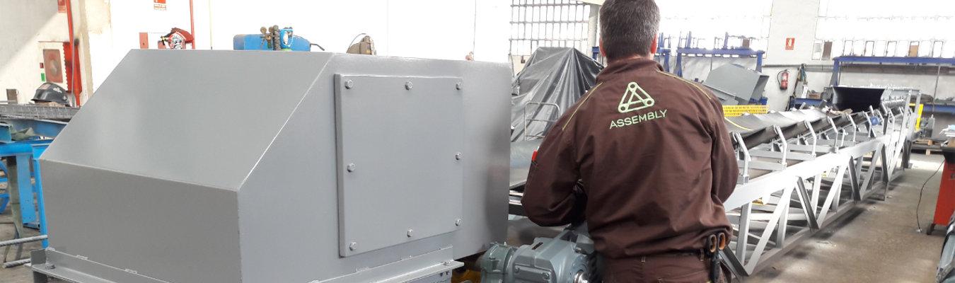 ASSEMBLY. Servicios para Fabricantes de Maquinaría. Contenedor