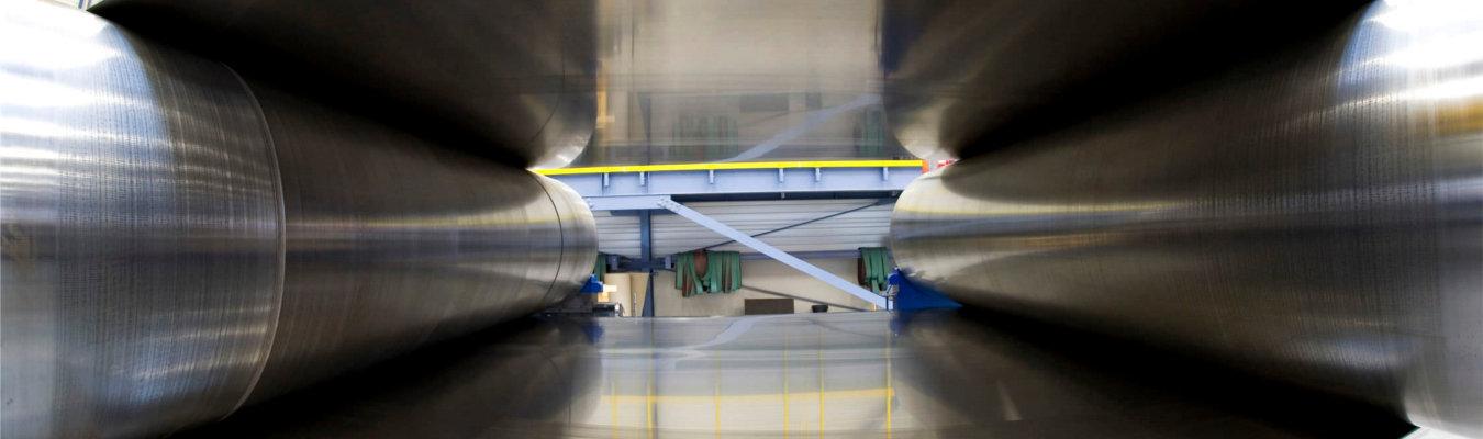 ASSEMBLY. Especialistas en sistemas de transporte de materias y productos en la industria papel. Cintas acero. Contenedor